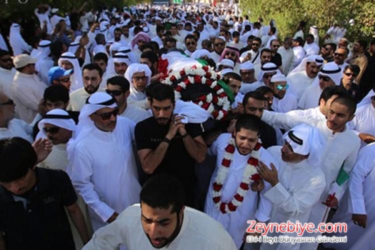 Geçtiğimiz günlerde terör saldırısı sonucu camide şehit olan 28 Kuveytli Müslüman için cenaze töreni düzenlendi.